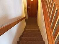 Schody do obytného prostoru - apartmán k pronájmu Sankt Englmar