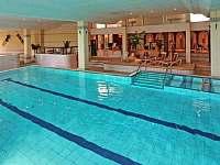 Vnitřní bazén - apartmán k pronajmutí Sankt Englmar