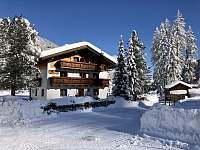 Zimní pohled na dům - pronájem chalupy Sankt Jakob in Defereggen