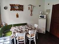kuchyň v patře - chalupa k pronájmu Pivoň