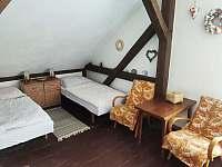 pokoj v patře - pronájem chalupy Pivoň