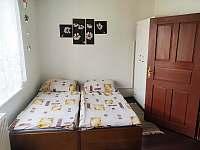 pokoj v patře - Pivoň