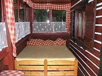 spaní na verandě