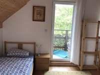 Ložnice s balkonem - pronájem rekreačního domu Labuť