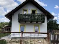 pohled z obecní cesty - rekreační dům k pronájmu Labuť