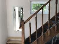 schodiště - rekreační dům k pronajmutí Labuť