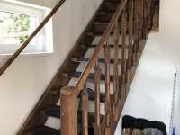 schodiště do patra - rekreační dům k pronájmu Labuť