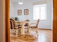 Jídelna - apartmán k pronajmutí Smederov