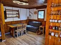hlavní pokoj - jídelní část - pronájem chaty Pňovany - Valečkův Mlýn