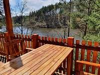 pohled z terasy na přehradu - chata k pronájmu Pňovany - Valečkův Mlýn
