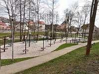 volnočasový areál s dětským hřištěm - Skalná