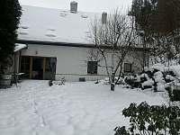 západní zahrada v zimě - chalupa ubytování Skalná