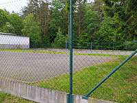 tenisové hřiště u domu - Poděvousy