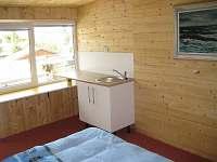 Čtařlůžkový pokoj s pohledem od patrové postele - chata k pronájmu Plzeň - Božkov
