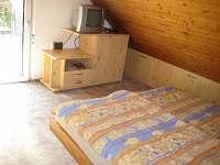 Dvojlůžkový pokoj v podkroví, z druhé strany - pronájem chaty Plzeň - Božkov