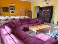 Chalupa Racov - Obývací pokoj pohled 2 -