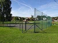 Chalupa Racov - sportoviště naproti domu -