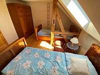 ložnice - chalupa k pronájmu Kundratice