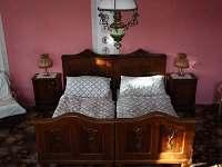 ložnice přízemí - chalupa k pronajmutí Kundratice
