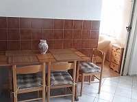 Jídelní kout v kuchyni - chalupa ubytování Rabštejn nad Střelou