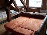 Ložnice v podkroví- přistýlka - chalupa k pronájmu Rabštejn nad Střelou