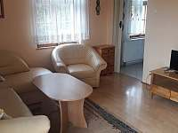 Obývací pokoj - pronájem chalupy Rabštejn nad Střelou