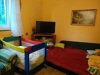 Obývák (varianta s dětskou postýlkou)