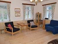 Apartmán A - obývací pokoj - chalupa k pronajmutí Hleďsebe - Bystřice