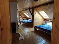 Apartmán B - ložnice (5 lůžek) - chalupa k pronájmu Hleďsebe - Bystřice