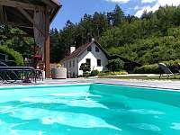 Penzion pohled z bazénu - chalupa ubytování Česká Bříza