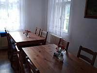 Jídelna v kuchyni - pronájem chalupy Bečov nad Teplou
