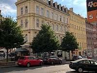 Apartmán se nachází ve druhém patře domu. - k pronájmu Karlovy Vary