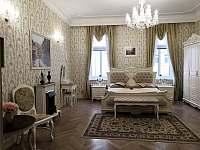 Ložnice s manželskou postelí - apartmán k pronajmutí Karlovy Vary