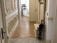 Vstupní chodba - pronájem apartmánu Karlovy Vary