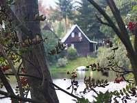 pohled z druhé strany rybníka