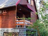 Klasická dřevěná chata u Hracholusek