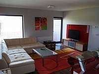 obývací pokoj apartmánu 2+kk - k pronájmu Loučná pod Klínovcem