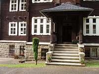 hlavní vchod - chata k pronajmutí Bečov nad Teplou