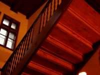 schodiště v hale - chata k pronajmutí Bečov nad Teplou