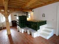 Hlavní (společná) místnost s kuchyní