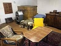 Sednice s pecí (v sednici také 2 lůžka) - chalupa k pronájmu Soběšice u Sušice