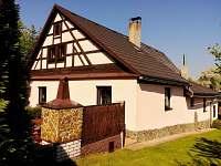 Dům - pohled zezadu - pronájem chalupy Krajková
