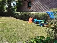 Zahrada - chalupa ubytování Horní Blatná