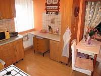 Jídelní stúl, obývák, Apartmán 2 - ubytování Krásno