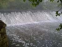 jez na řece Klabavě - pod domkem - Chrást u Plzně