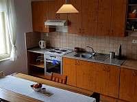 Kuchyně - chalupa k pronájmu Chrást u Plzně