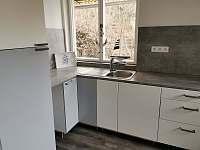 kuchyň - chata k pronajmutí Pňovany