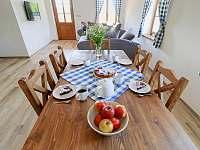 jídelní stůl apartmán č. 1 - Milhostov u Mariánských Lázní