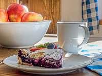 jídelní stůl detail - Milhostov u Mariánských Lázní