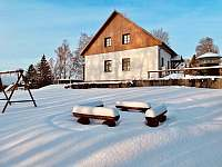 zahrada se sněhem - pronájem apartmánu Milhostov u Mariánských Lázní